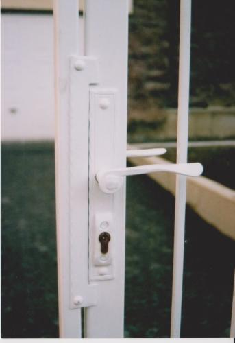 kovane-kliky-k-brance-na-dvere