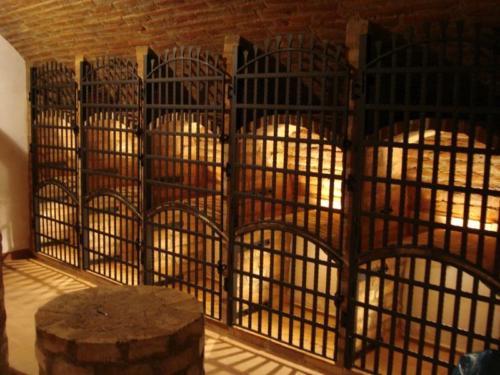 kovane-rucne-mrize-otviraci-na-archyvaci-vina
