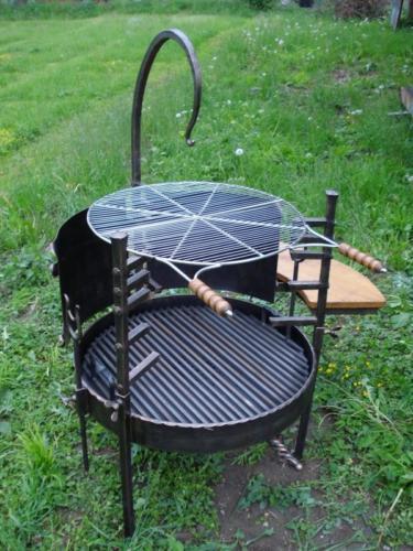 gril-na-vice-pouziti-grilovani-vareni-v-kotliku
