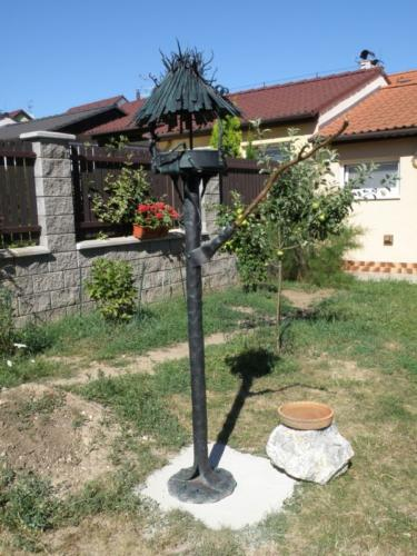 kovane-krmitko-pro-ptacky-na-zahradu-luxusni-kovarstvi-bednarikovi
