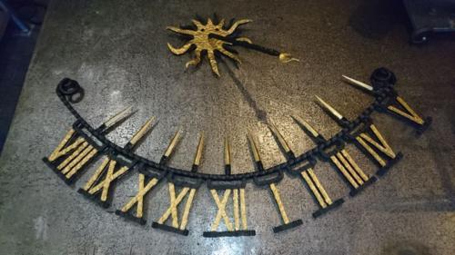 kovane-slunecni-hodiny-na-dum-bednarikovi