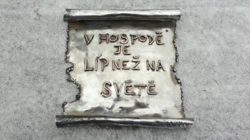 plakety-slogany-v-originalnim-designu