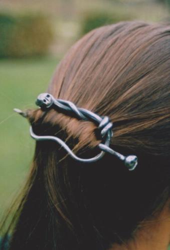 kovana-spona-do-vlasu-cervik