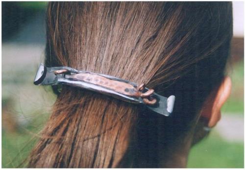kovana-spona-do-vlasu-med