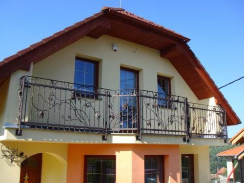 balkonove-zabradi-na-rodiny-dum-bilovice-nad-svitavou