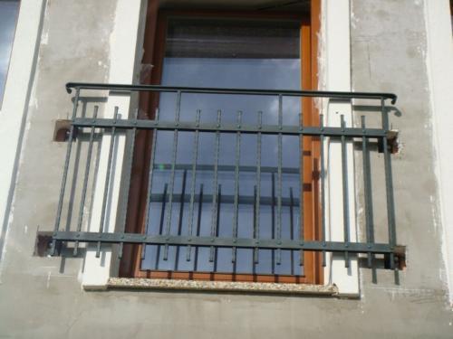 kovane-zabradli-před-okno-bilovice