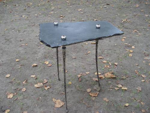 kovany-stolek-bekgie-2007