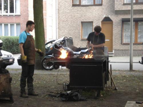 vyroba-kovaneho-stolku-belgie-nill-2007