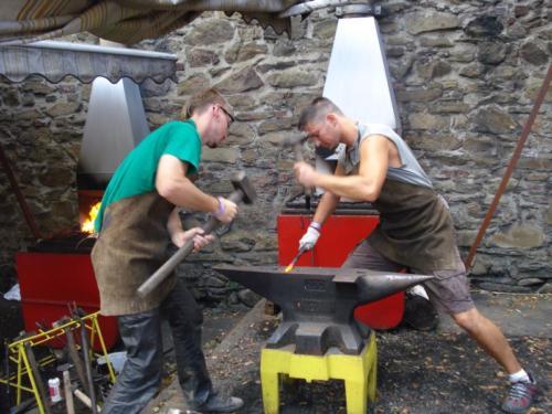 vyroba-kovaneho-vizitkare-demonstrovane-prace-hefaiston-2010-bednarikovi