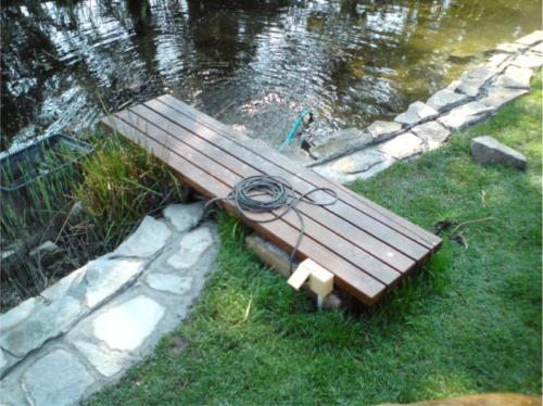 nerezovy-most-s-drevenym-naslapem
