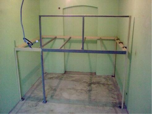 ocelova-kontrukce-na-postel