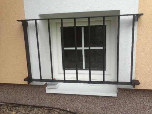 mriz-na-sklepni-okno
