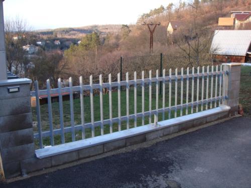 kovovy-plot-u-domu-brno