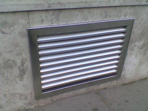 vetraci-zaluzie-k-oknum-sklep-brno