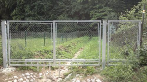 jeklova-brana-a-branka-s-plotovou-vyplni-bilovice-nazakazku