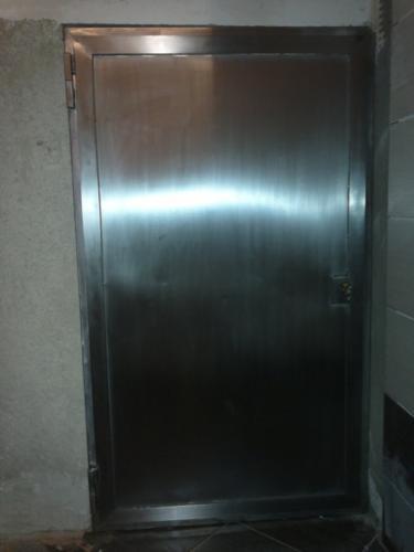 vyroba-nerezovych-dveri-na-zakazku-brno