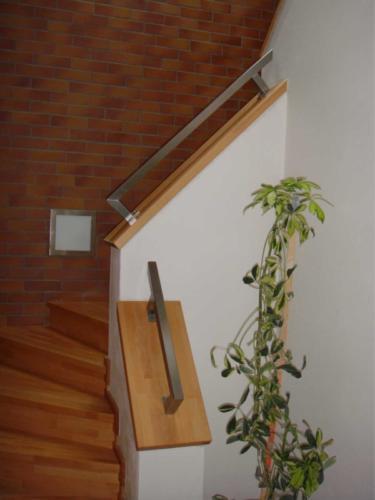 nerezove-jeklove-zabradli-ke-schodisti-na-miru-originalni-design