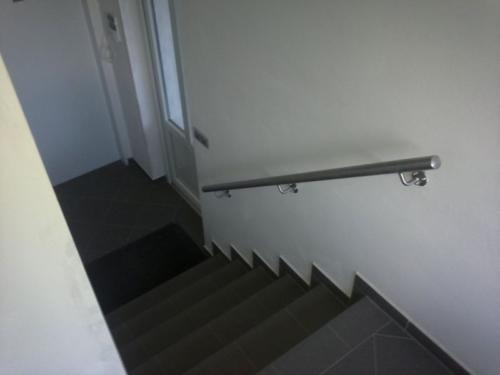nerezove-madlo-ke-schodišti
