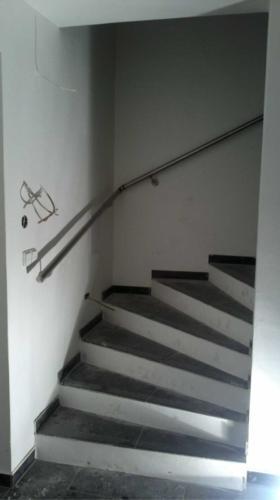 nerezove-madlo-ke-schodisti-vyroba-brno