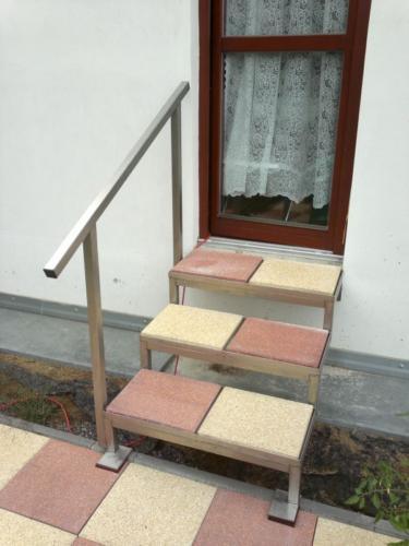 nerezove-schody-na-teresu-kanice