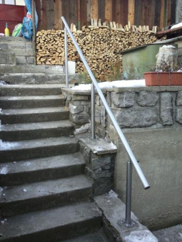 nerezove-trubkove-zabradli-ke-schodisti