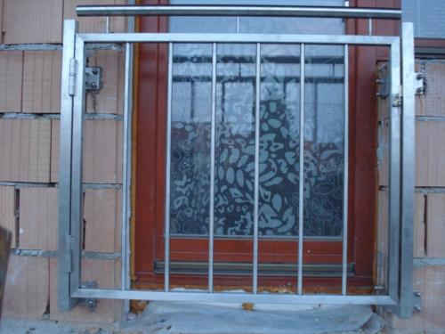 nerezove-zabradli-do-francouzkeho-okna-na-zakazku-brno