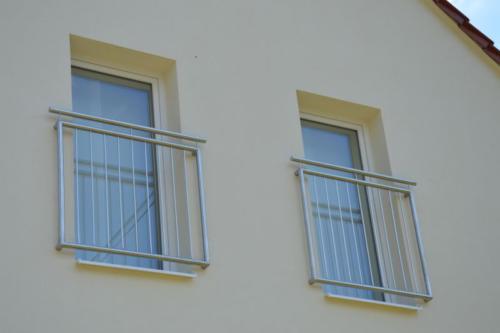 nerezove-zabradli-k-francouzskym-oknum-bilovice