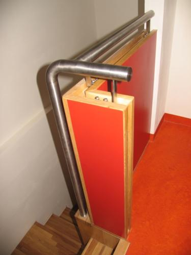 originalni-nerezove-zabradli-k-drevenemu-schodisti-brno
