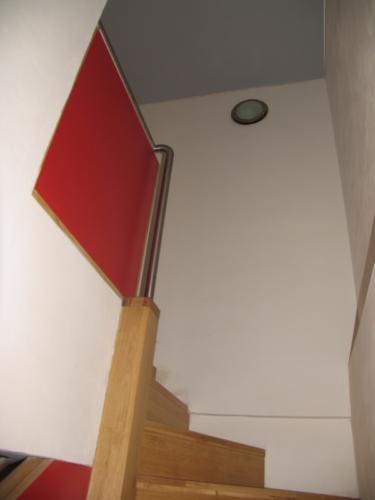 originalni-nerezove-zabradli-k-drevenemu-schodisti-na-zakazku