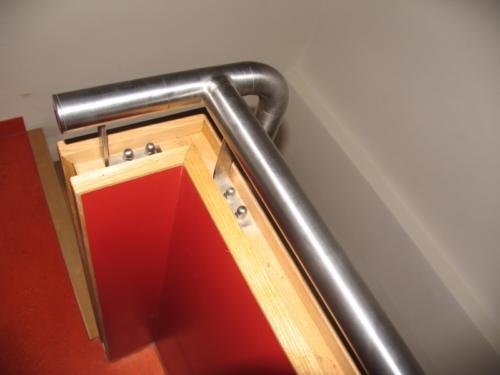originalni-nerezove-zabradli-k-drevenemu-schodisti