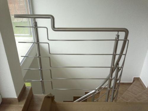 stilove-nerezove-zabradli-ke-schodisti