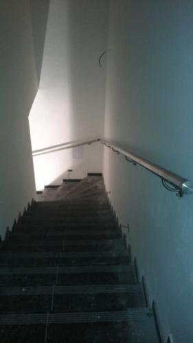 vyroba-nerezoveho-madla-ke-schodisti