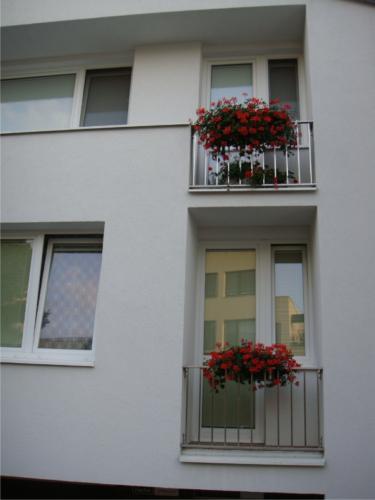 vyroba-nerezoveho-zabradli-k-balkonu-v-bytovem-dome