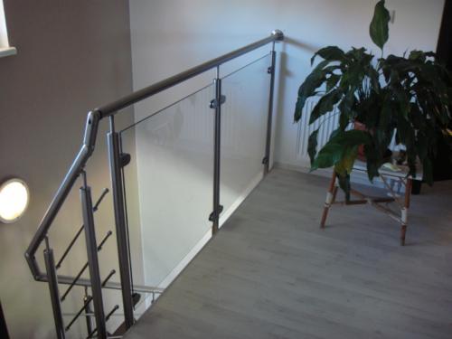 vyroba-nerezoveho-zabradli-ke-schodisti-do-interieru-na-zakazku-brno