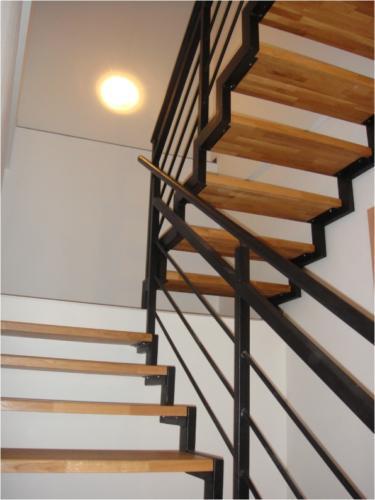 zakazova-vyroba-zelezneho-zabradli-a-schodu-v-brne